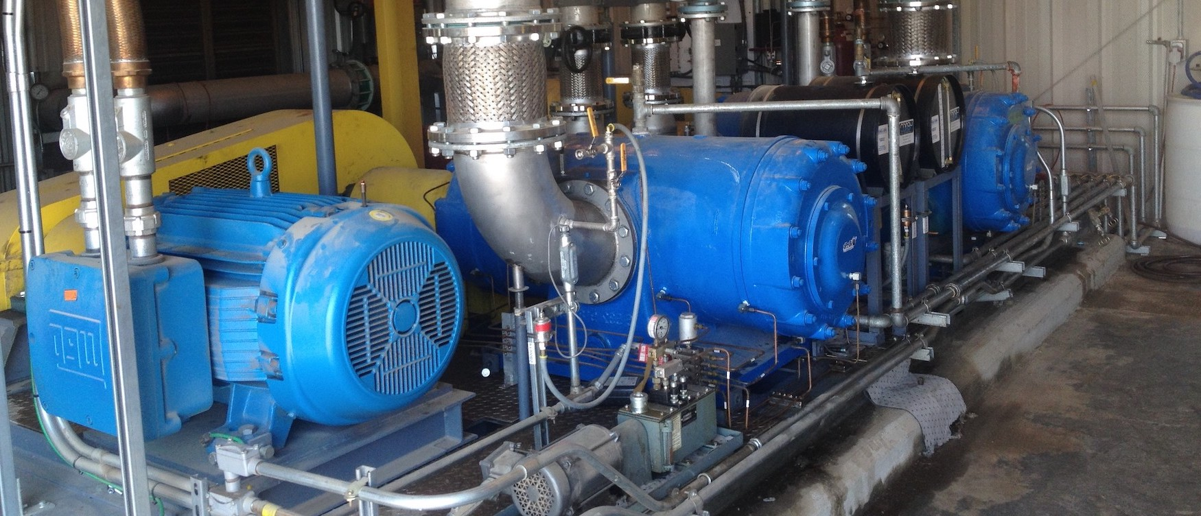 rotary sliding vane gas compressor installed in factory